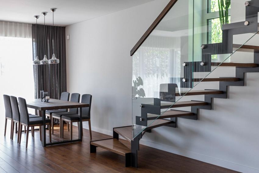 laiptai - interjero dizaino pavyzdys - namas pavilnyje