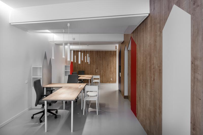 interjero dizainas - kelioniu agenturos biuras - ofisas