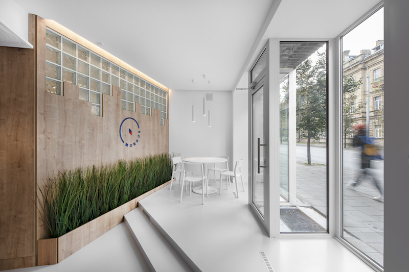 interjero dizainas - kelioniu agenturos biuras - iejimas