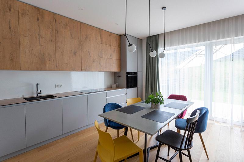 virtuves interjeras - kotedzas kalnenuose #2