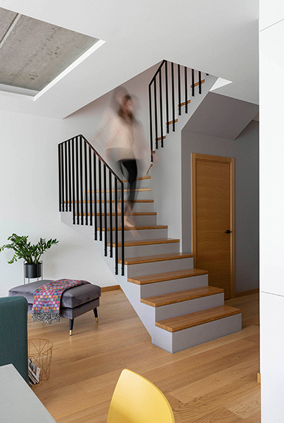 interjero dizaino pavyzdys - laiptai - kotedzas kalnenuose