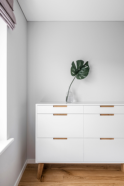 interjero dizaino pavyzdys - balta komoda #2
