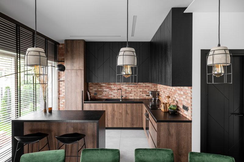 virtuves interjeras - kotedzas baltupiuose