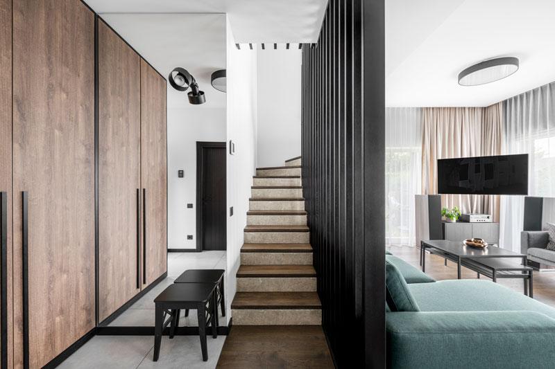 interjero dizaino pavyzdys - laiptai su pertvara - kotedzas baltupiuose #2