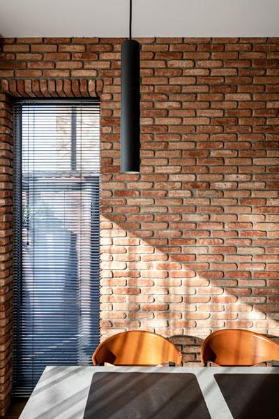 valgomojo interjero dizaino pavyzdys - siena - kotedzas pavilnyje