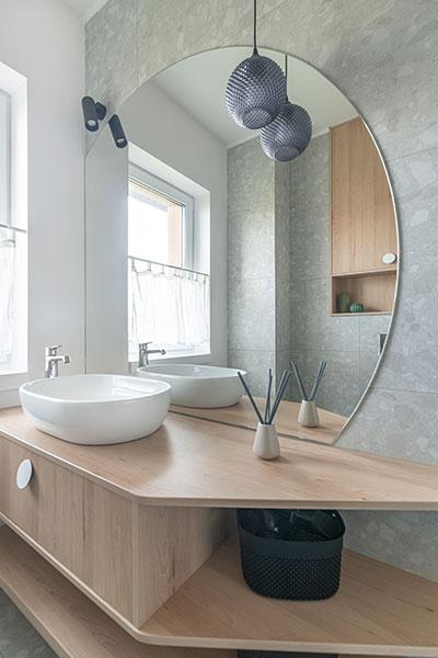 vonios interjeras - kotedzas avizieniuose
