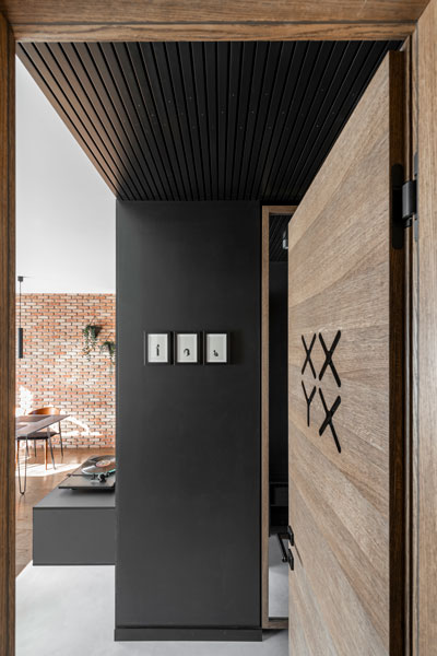 interjero dizaino pavyzdys - durys - kotedzas pavilnyje